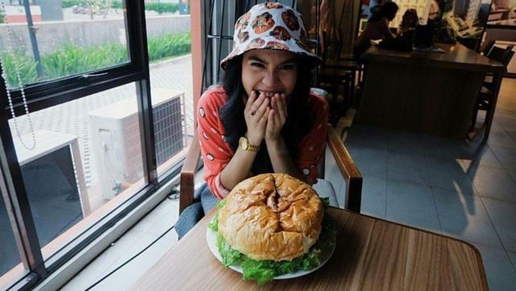 Ini Bukti Kalau Si Cantik Sheryl Sheinafia Doyan Makan Es Krim!