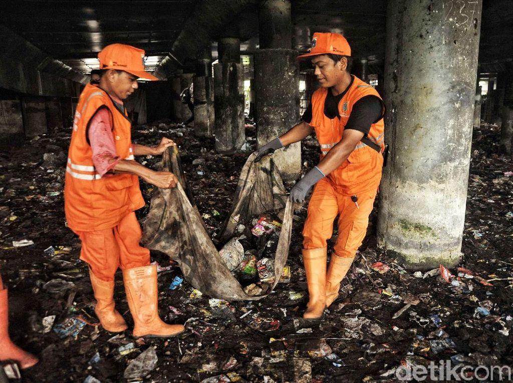 Kolong Tol Priok Jadi Tempat Sampah, Pemprov: Mungkin Ada Lagi