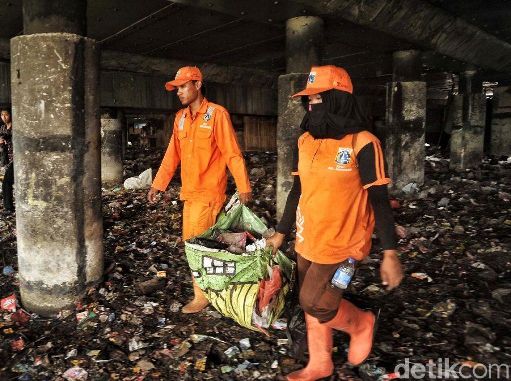 Dinas Lingkungan DKI: Sampah Kolong Tol Priok Tanggung Jawab CMNP