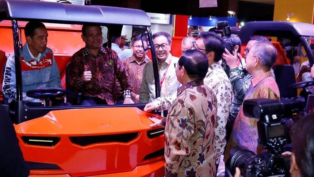 Jokowi Kunjungi Booth Kiat Mahesa Wintor di IIMS 2018