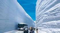 Keren atau Mengerikan? Jalan Berdinding Salju Tebal