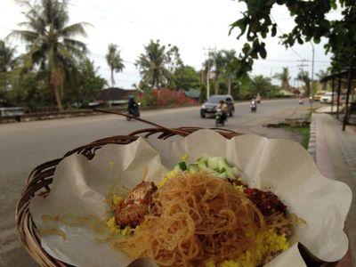 Sarapan ala Kota Sorong: Nasi Kuning Rempah