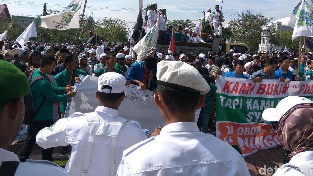Tuntut Syariat Islam, Massa Aceh Tolak Hukum Cambuk di Lapas