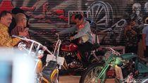 Saat Jokowi Jajal Motor Custom Merah dan Hijau di IIMS