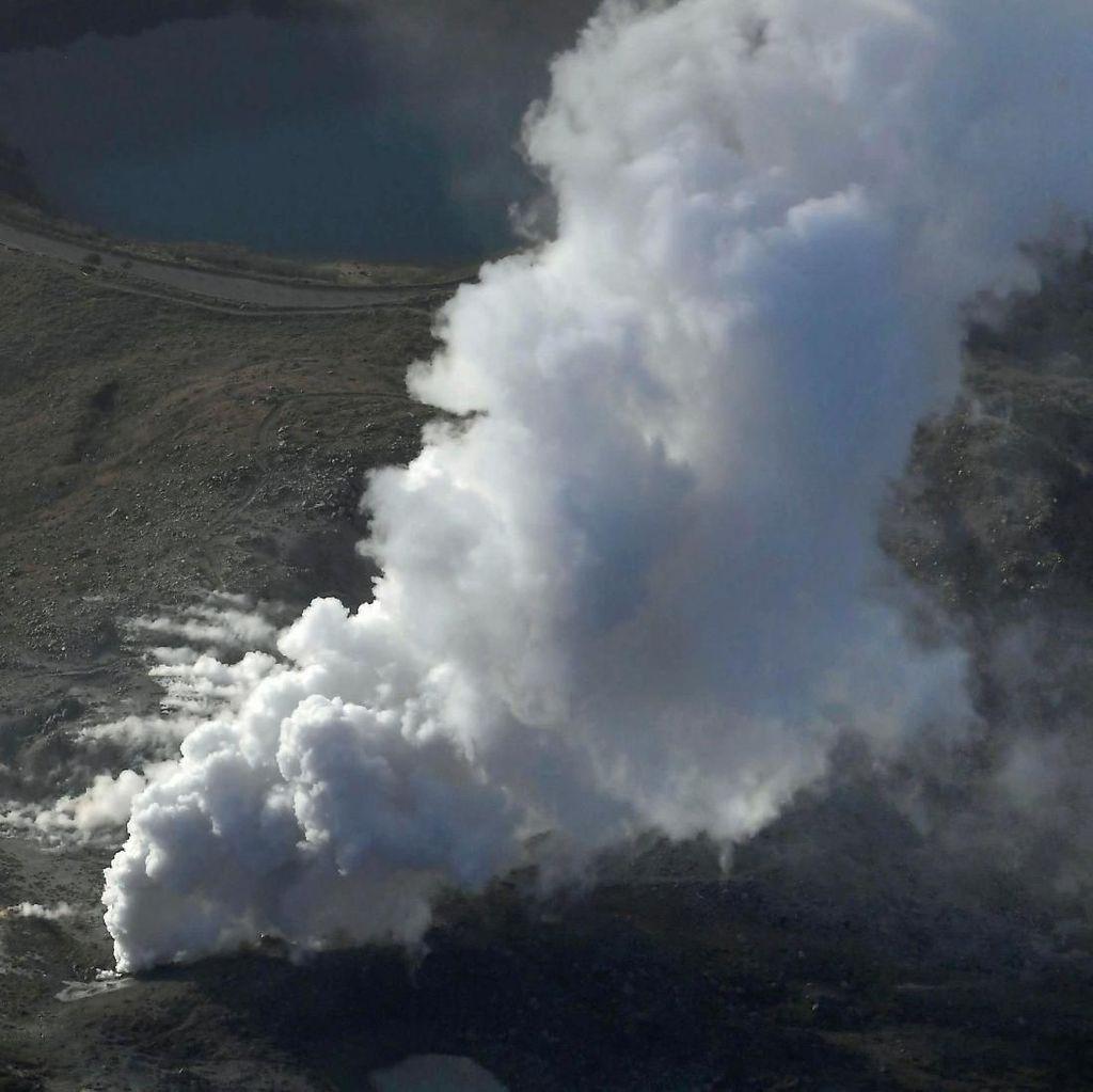 Penampakan Erupsi Gunung James Bond di Jepang