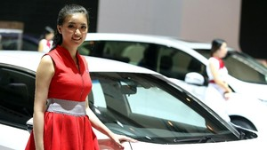 Deretan Wanita Cantik Panaskan IIMS 2018
