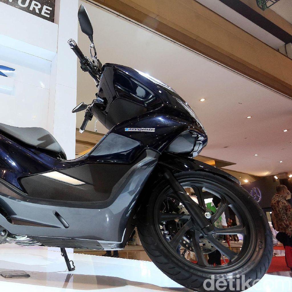 Honda PCX Hybrid Hanya Punya Satu Warna