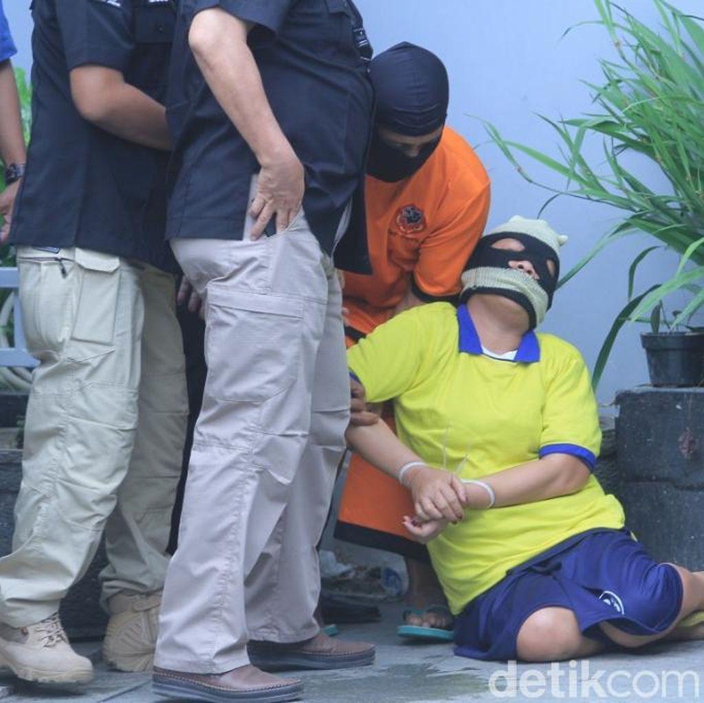 Foto: Detik-detik Istri Big Bos Miras Maut Pingsan