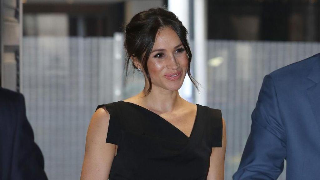 Meghan Markle Cantik Bergaun Hitam Saat Kencan dengan Pangeran Harry