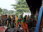 350 Personel Gabungan Gerebek Sampah di Kolong Tol Priok
