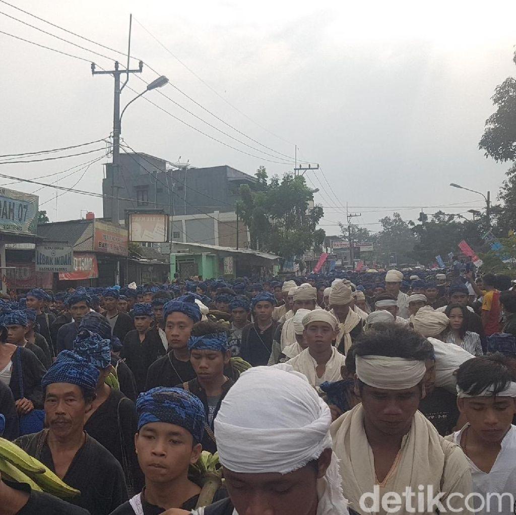 Nyeker, Seribuan Warga Baduy Jalan Kaki 50 Km
