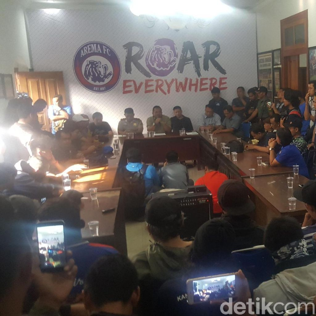 Buntut Laga Rusuh Lawan Persib, Suporter Geruduk Kantor Arema FC