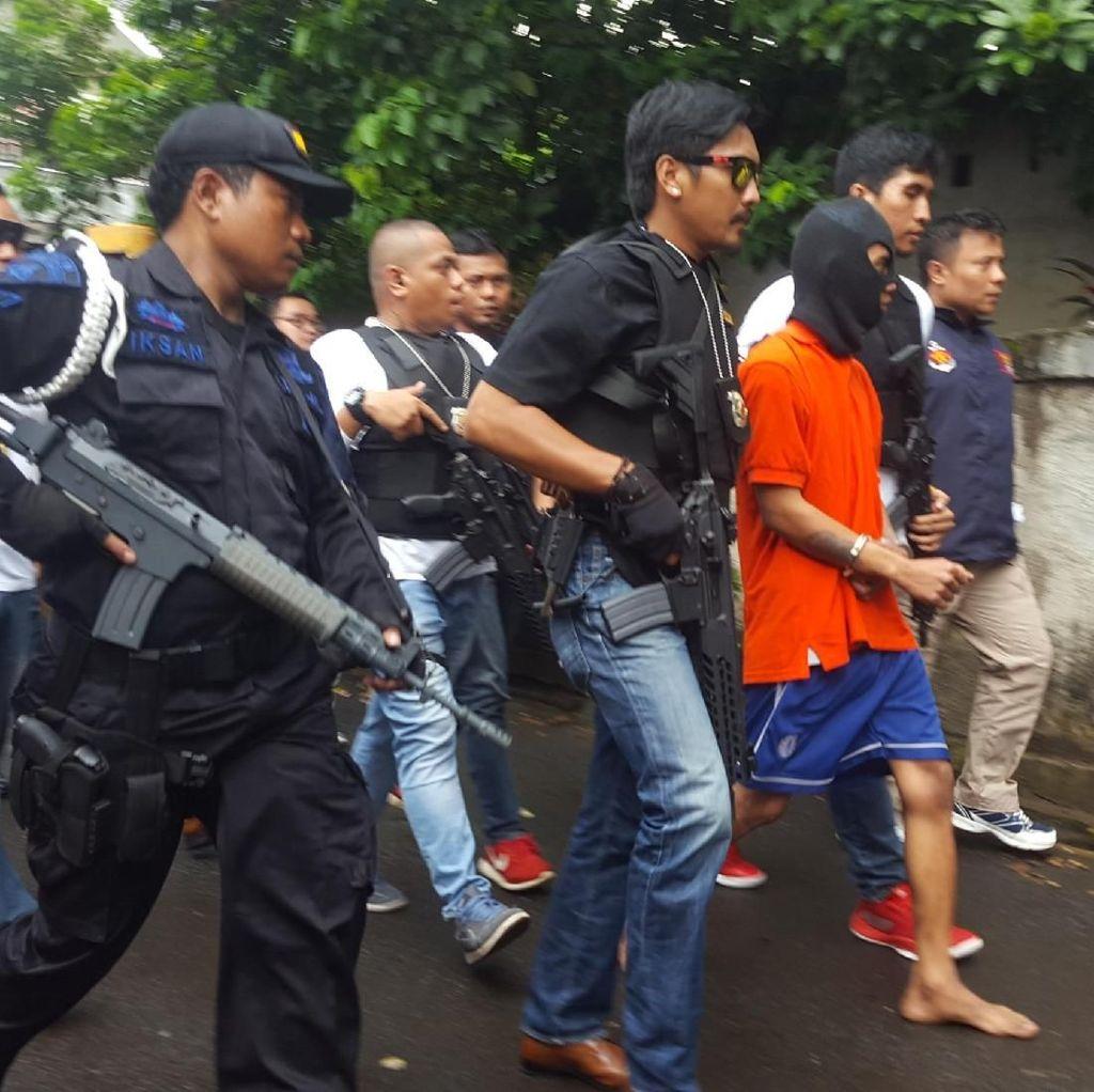 Istri Lambaikan Tangan ke Pedagang Saat Pensiunan TNI AL Dibunuh