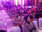 Debat Cagub Jateng, Barisan Polwan di Tengah Blok Pendukung