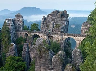 Formasi Tebing Batu Paling Spektakuler di Eropa
