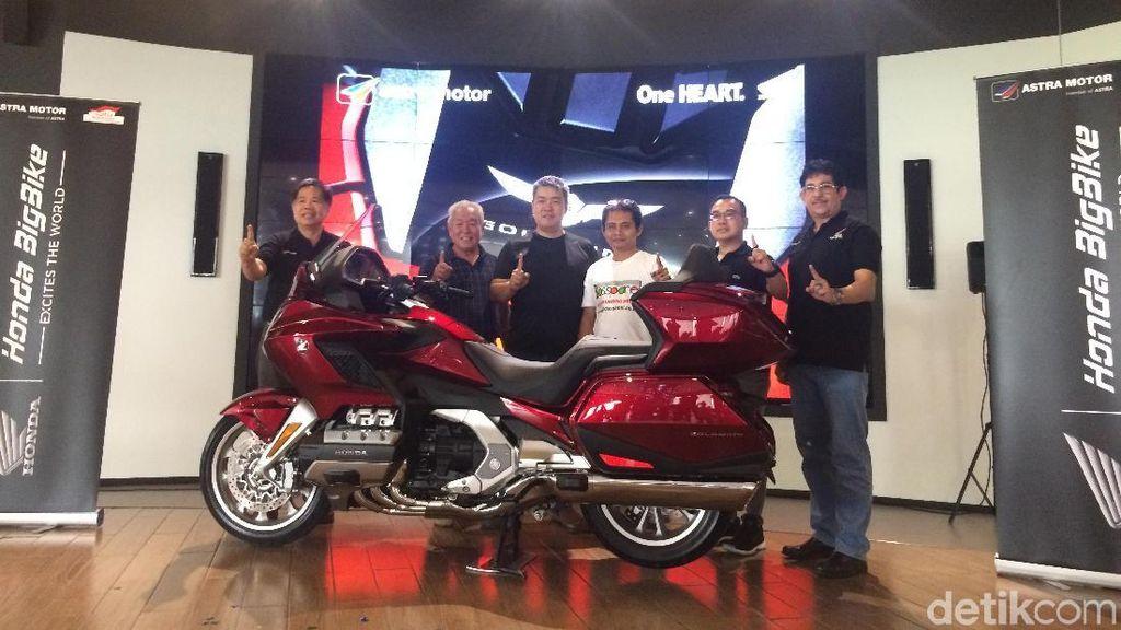 Honda Serahkan 2 Unit Goldwing ke Tangan Konsumen