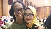 10 Gaya Hijab Tia Septiana, Hijabers Cantik Putri Pelawak Mandra