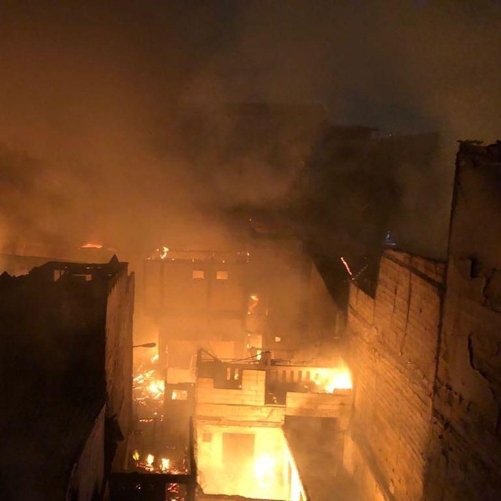 30 Rumah Dilalap Api di Kebakaran Permukiman Padat Tambora