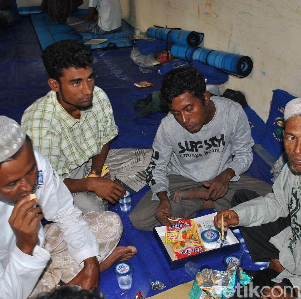 Cerita Pengungsi Rohingya 8 Hari di Laut Hingga Terdampar di Aceh