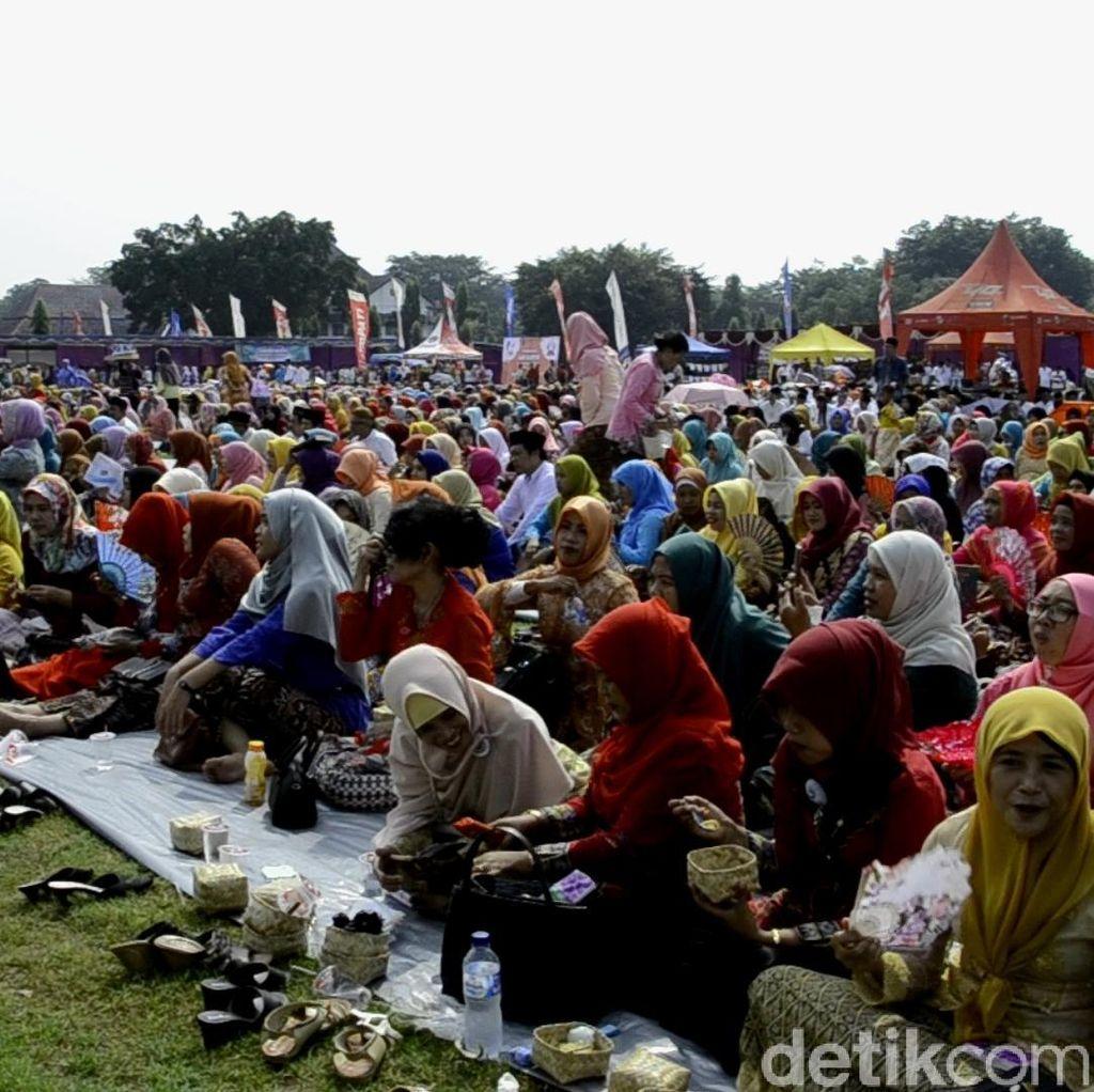 Rayakan Hari Kartini di Pekalongan dengan Makan Nasi Megono Bareng