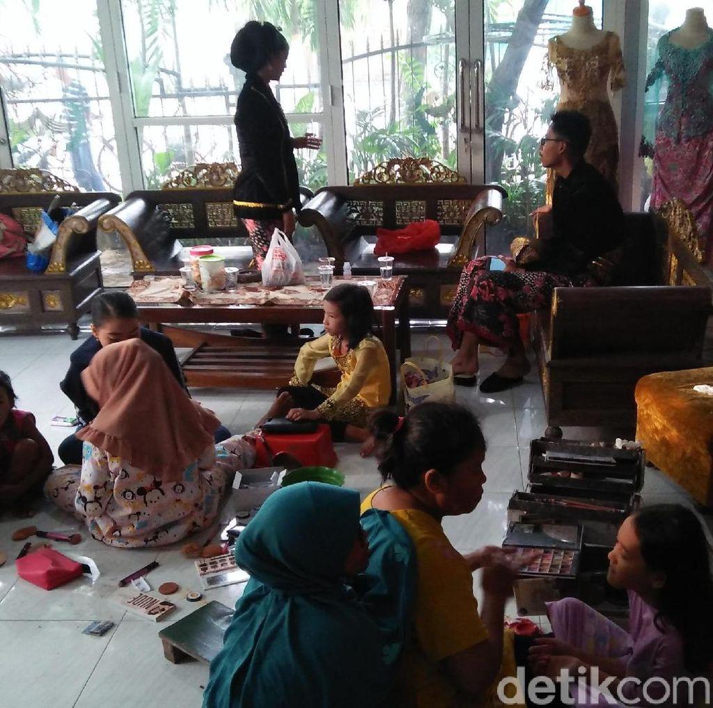 Hari Kartini dan Para Perias yang Kebanjiran Pelanggan