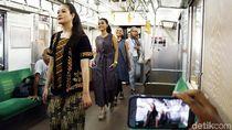 Fashion Show Kartini KRL di Gerbong Kereta