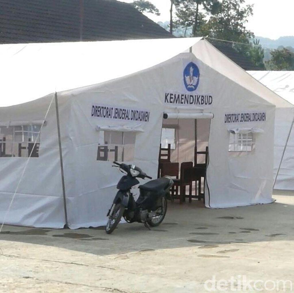 Siswa Korban Gempa Banjarnegara Laksanakan UN di Tenda