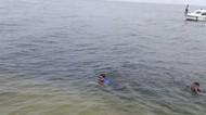Byuuur, Sandiaga Renang Menuju Dermaga di Pulau Bidadari