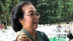 Hari Kartini, Menteri Siti Tampil Beda dengan Berkebaya
