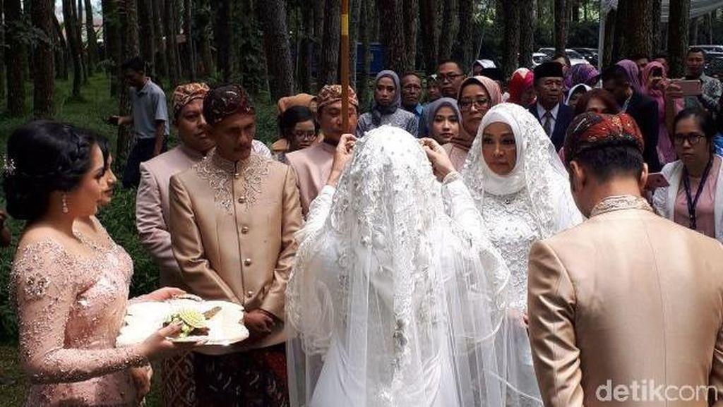 Rangkaian Adat di Prosesi Akad Nikah Syahnaz dan Jeje Govinda