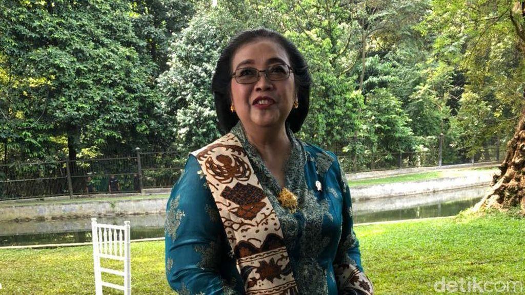 Foto: Biasa Bercelana, Menteri Siti Tampil Berkebaya Terbaik