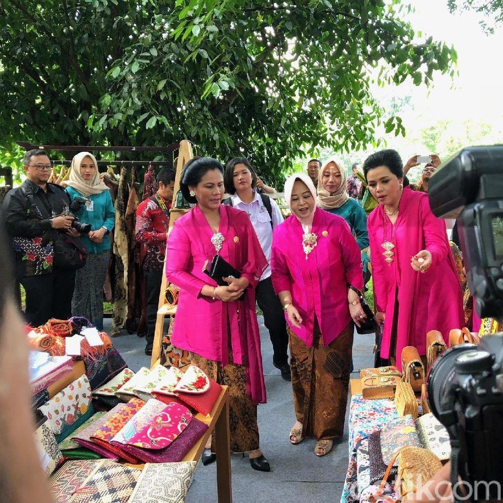 Hari Kartini! Iriana-Mufidah Kalla Berkebaya Pink di Istana Bogor