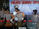 Video Polisi Bongkar Rumah Produksi Miras Oplosan di Madiun