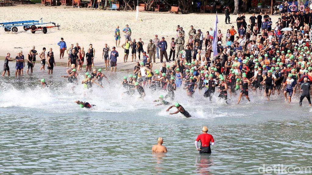 Ratusan Atlet Ramaikan Sungailiat Triathlon 2018