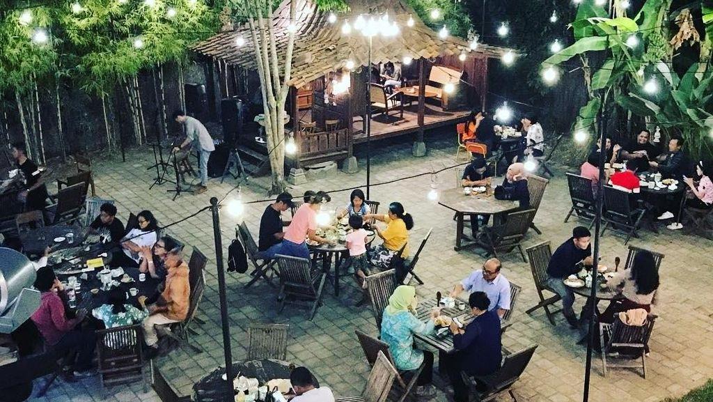 Santai Malam di Jogja, Mampir Yuk ke Angkringan Instagramable Ini!