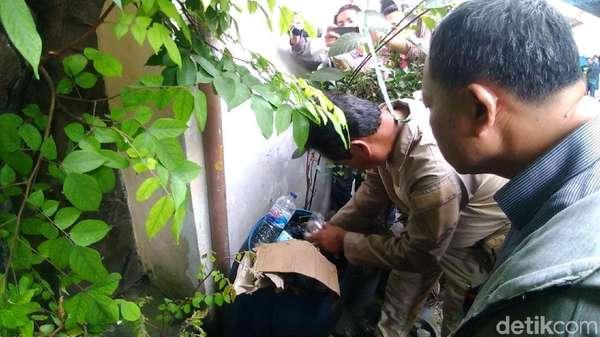 Barang Bukti Dikumpulkan Ungkap Warga Surabaya Tewas Pesta Miras