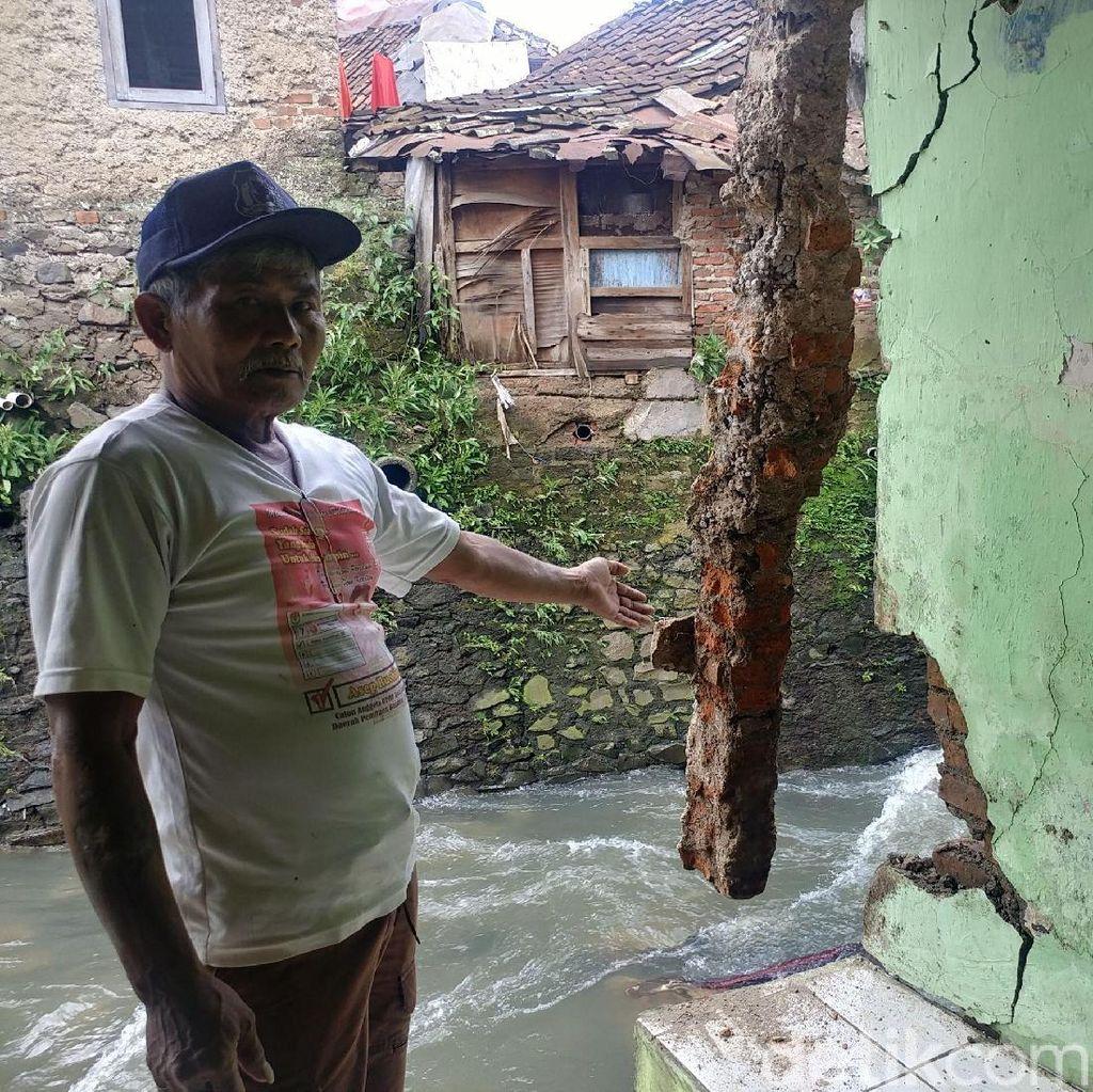 Cerita Mang Ecin dan Keluarga Terjebak Banjir di Bandung