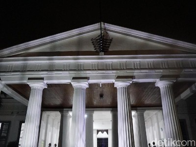 Keliling Museum Nasional di Malam Hari, Siapa Takut!