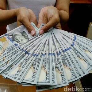 Money Changer Jual Dolar AS Rp 13.950