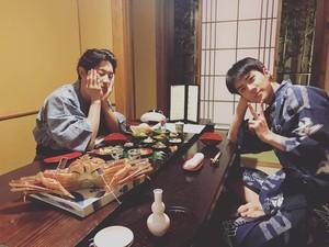 10 Pose Keren Oh Sehun Saat Makan Bareng Member EXO