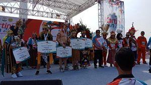 Berbusana Papua, Bule AS Juara 3 Kostum Terbaik Kart   ini Run