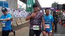 Aksi Sandiaga Berlari 5.000 Meter Kejar Wadah Plastik