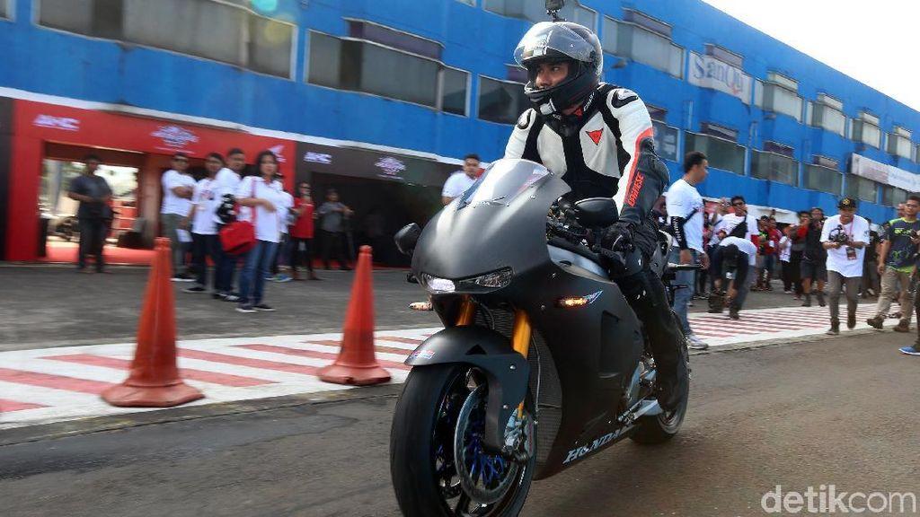 Wussss...Darius Jajal Motor Honda Seharga Rp 7,6 Miliar