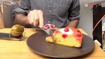 Pria Ini Rela Jatuhkan Laptop untuk Ciptakan Alat Otomatis untuk Makan Kue