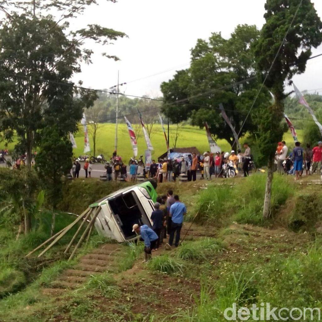 Bus Rombongan Muslimat Masuk Jurang, Tiga Penumpang Meninggal