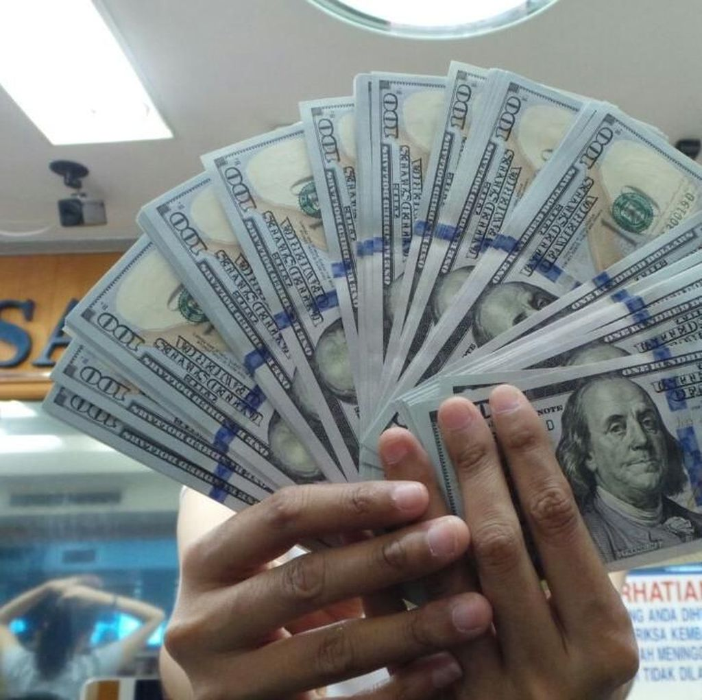 Dolar AS Nyaris Rp 13.900, Money Changer Sepi