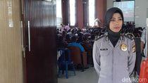 Polwan Berhijab di Maluku Amankan Ibadah di 7 Gereja