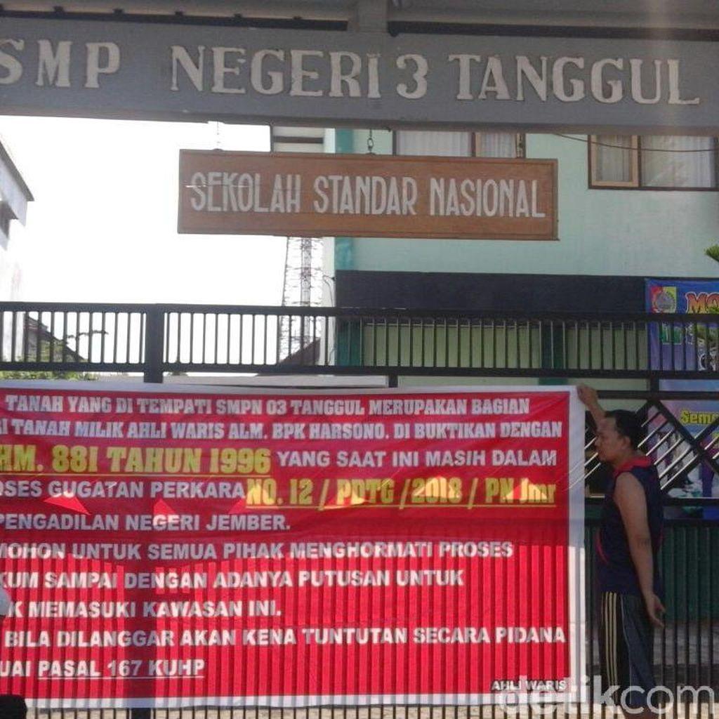 Klaim Ahli Waris, Empat Warga Segel Gedung SMP di Jember