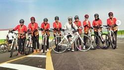 Unik-unik Olahraga di Hari Kartini, Ada yang Gowes Pakai Kebaya Lho