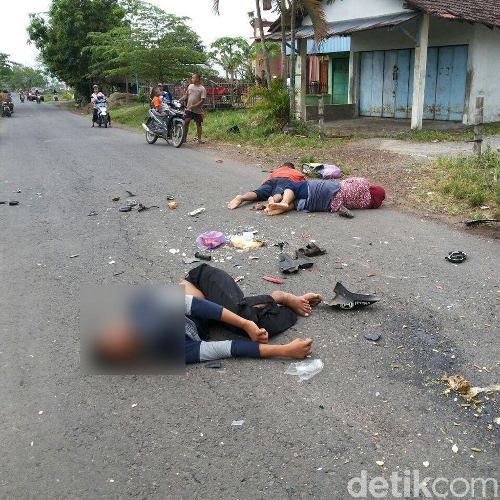 Kecelakaan Libatkan 3 Kendaraan Terjadi di Ngawi, 3 Orang Kritis